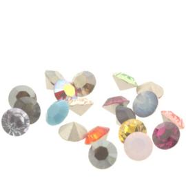 1028 Xilion Chaton puntsteen 8.20 mm / SS 39 assortie kleuren (F) p/20