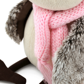 Musje met roze muts en sjaal