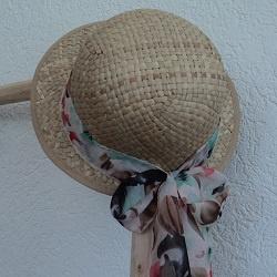 Dames stro hoedje met strik aan achterkant