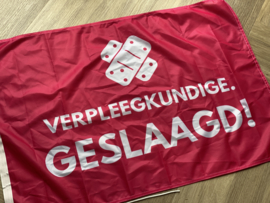 Fuchsia VERPLEEGKUNDIGE. geslaagd vlag