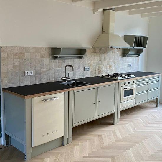 the big easy modulaire keuken kiezelgrijs smeg victoria