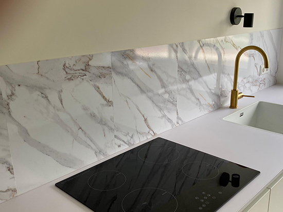 wandpaneel glans white marble the big easy kitchen