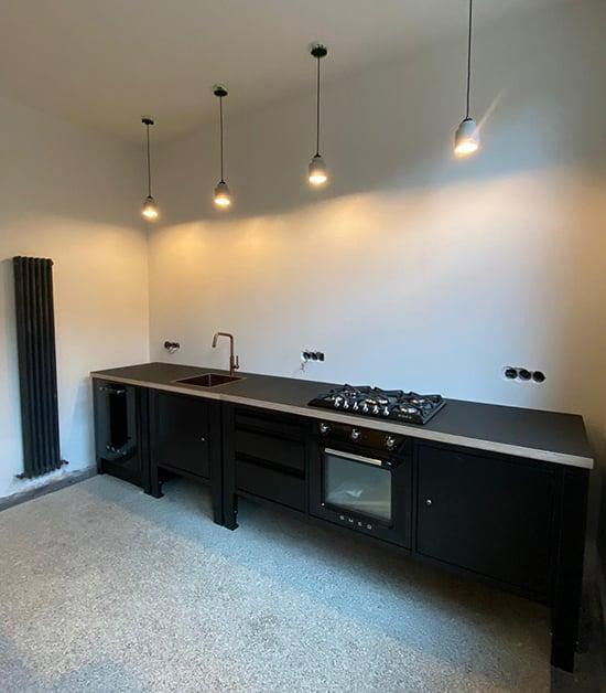 modulaire keuken zwart smeg gessi kraan
