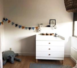 Stijlvolle vlaggenlijn voor de babykamer.