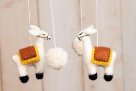 Baby mobiel van vilt, Lama's