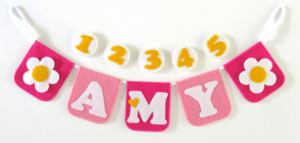 Naamslinger met leeftijden voor Amy, Bloem