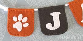 Naamslinger mini voor puppy Jaap met hondenpootjes!