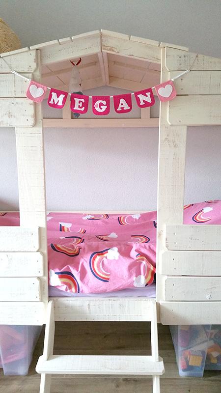 Naamslinger voor Megan.