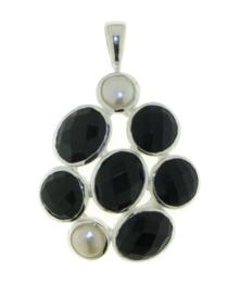 Zilveren hanger met Zwarte Onyx en Parel