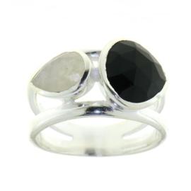 Zilveren ring met Zwarte Onyx en Regenboog Maansteen