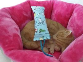 Snuffelzakje gym  Actieve kat met  leren lintjes (gevuld met catnip én valeriaan)