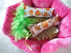 Snuffelzakjeset Rode katten met verenstaart en lintjes (gevuld met catnip)