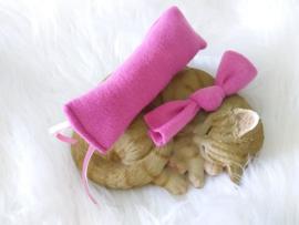 Snuffelzakje roze fleece+ snuffelknoop met lintjes (gevuld met catnip én valeriaan)