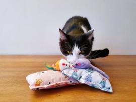 Snuffelzakje Verrassing 2 stuks + 2 cadeautjes (catnip en valeriaan)