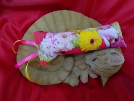 Snuffelzakje gym Fleurig gele/roze lintjes (gevuld met catnip én valeriaan)