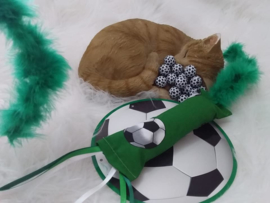 Snuffelzakje gym voetbal met lintjes en staart (gevuld met catnip/valeriaan)