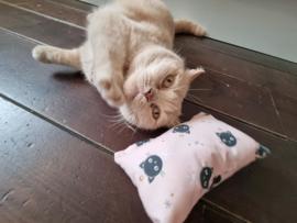 Slaap/speelkussen Roze (gevuld naar wens)