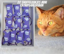 20 Mini snuffelzakjes Fleurtje paars (gevuld met catnip én valeriaan)