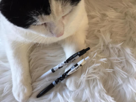 2 pennen kattenkopjes wit+zwart (voordeelset)