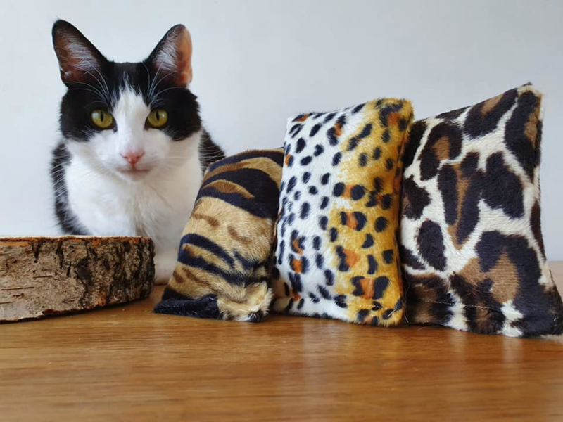 Snuffelzakje tijger, luipaard en jaquar print  (gevuld met valeriaan) 3 snuffelzakjes
