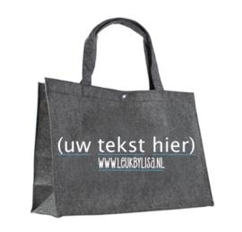 Vilten tas Antraciet groot, bedrukt met tekst naar keuze