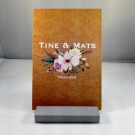 kraft uitnodiging met bloemen