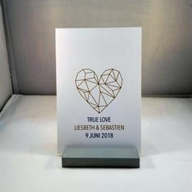 Huwelijksaankondiging geometrisch thema hart