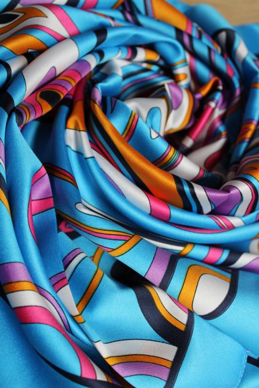 Blauwe sjaal met dessin