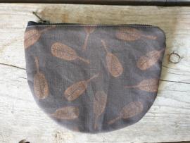 Etuitje half rond - Blaadjespatroon brons metallic