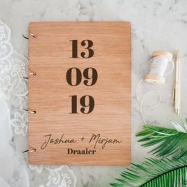 Gastenboek hout - Datum