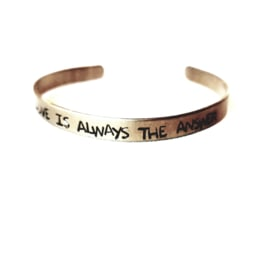 "ARMBAND ""LOVE IS ALWAYS THE ANSWER"""