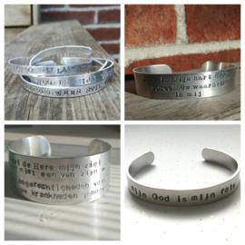 Aluminium armband zilverkleurig met eigen tekst diverse maten