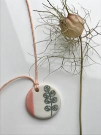 Botanica - porseleinen hanger aan koord