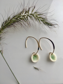 Oorhaak  gold filled  'Aurora' celadon groen