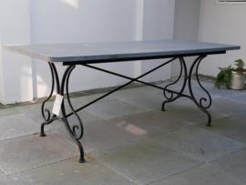 hardstenen tafel