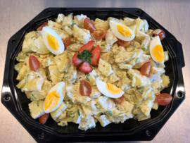 Huisgemaakte aardappel salade