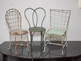 3 metalen mini stoelen