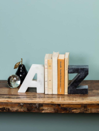 Marmeren boekensteun alfabet