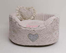 Eh Gia Round bed White Lace mt 2