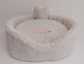 Eh Gia Plush bed White