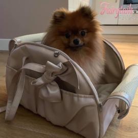 Valentino is klaar om op reis te gaan, en dat moet natuurlijk in stijl!