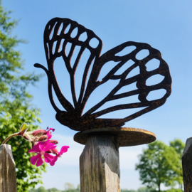 Vlinder op ronde plaat voor waxinelicht, roest metaal 12 x 8 cm