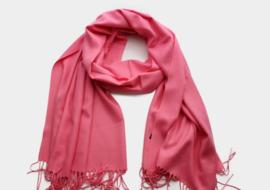 Zachte en warme roze wollen wintersjaal