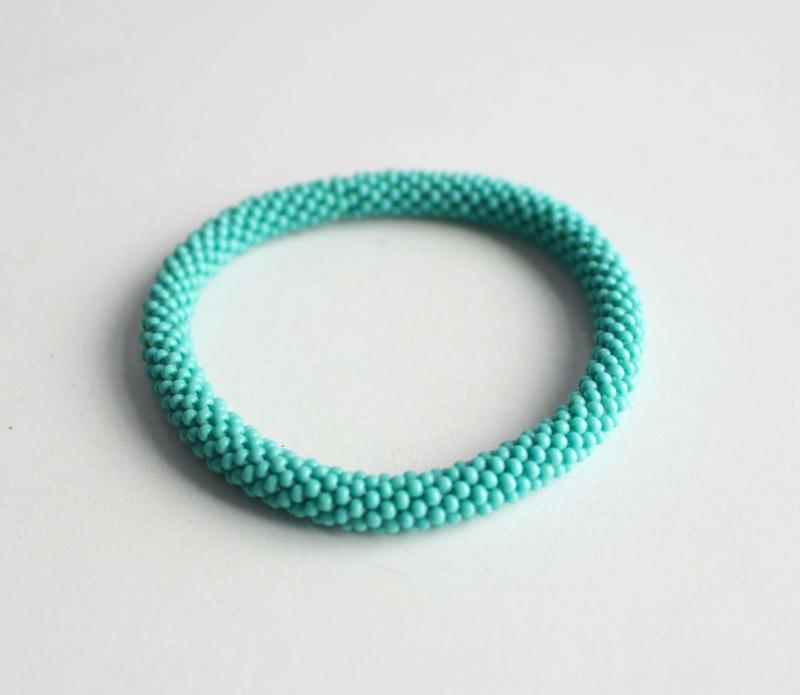 Glaskralen armband - zeeschuim groen