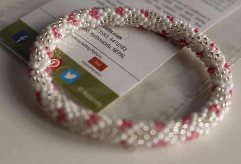 Glaskralen armband - wit, zilver, roze