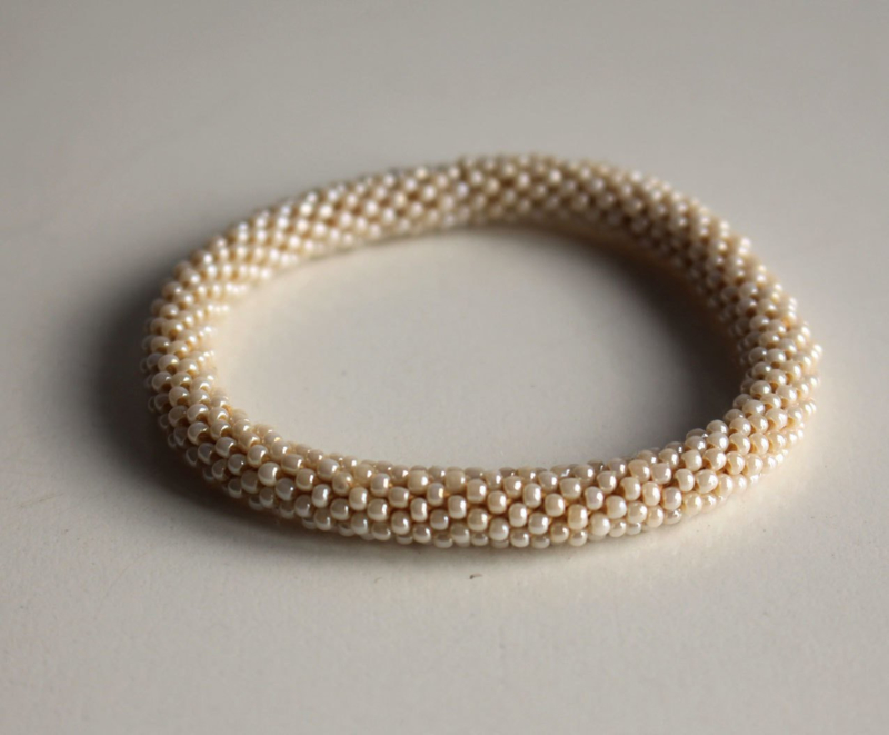 Glaskralen armband - beige