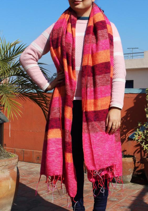 Luxe roze-oranje gestreepte handgeweven wollen sjaal/omslagdoek