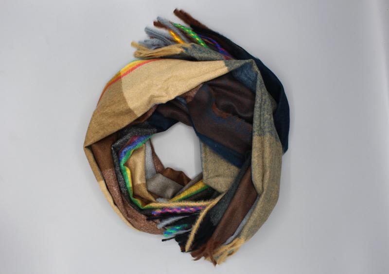 Blauw en bruin wollen sjaal met ruitpatroon