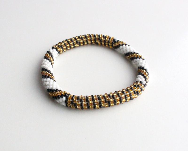 Glaskralen armband - goud, zwart, wit