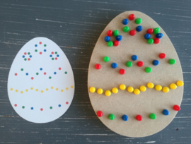 Decorate Easter egg (with pearls)